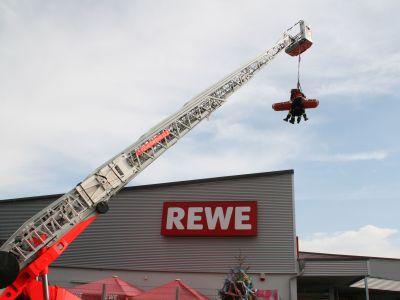 Gute Resonanz am Feuerwehr-Aktionstag bei REWE Kauferstein 1