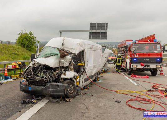 Schwerer Unfall mit Sprinter auf der Autobahn