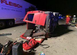 Eine Tote und neun Verletzte bei Kleinbusunfall auf der Autobahn