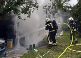 Gartenhüttenbrand mit gefährlicher Zugabe